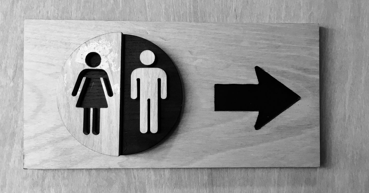 bathroom sign with arrow